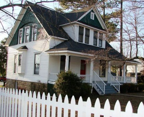 An archived picture of the historic Hays house.