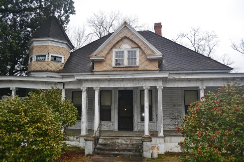 The 1890's house in Greenville, Alabama contained some of the finest workmanship that we've ever seen.